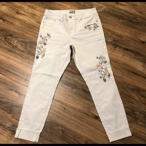 Royalty For Me White Jeans Embroidered SZ 10